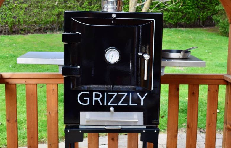 Grizzly Cubster in black, with chimney and trolley